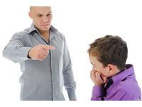 「讓他知道要怕老爸」 狠父拿菜刀斬斷9歲兒子手指