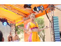 澳饒舌歌手伊姬摔下舞台 PO影片自嘲:不分享就像犯罪