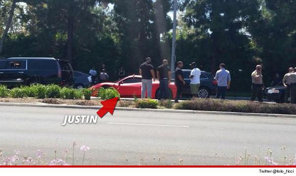 小贾斯汀急煞车害人不成 法拉利超跑竟遭房车追撞高清图片
