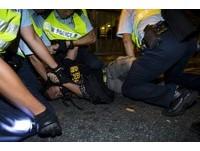 港抗議「假普選」遭胡椒噴霧驅離 19名示威者被捕