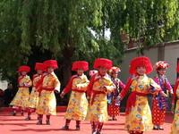 四川公益童唱團 登台秀藏族傳統歌舞