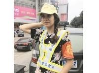 英正妹當城管監督員 株洲市民:那怎麼好意思亂穿馬路