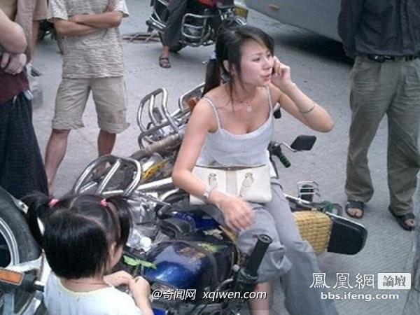 機車,車禍,美女,胸罩,路人