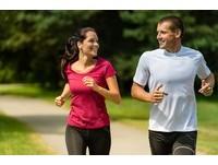 跑步超傷膝蓋? 研究打臉:「沙發馬鈴薯」更易罹關節炎