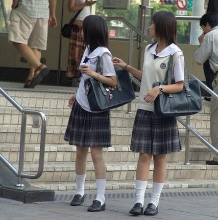 灰色背心裙_Fw: [新聞] 台灣高中制服不輸櫻花妹 格紋裙、小背心各有特色 ...