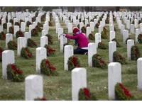 清明節掃墓告白法 網友:以後妳家的墓,我掃定了