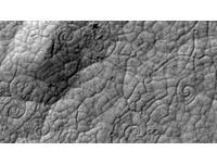 火星「神祕螺旋」狀似麥田圈 疑為熔岩交會痕跡