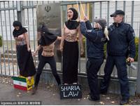 Femen成員半裸示威 抗議伊朗絞死貞節女