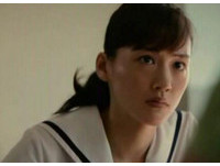 綾瀨遙凍齡扮高中學生妹萌翻! 紮馬尾甜曬女神級童顏