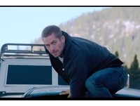《玩命關頭7》預告!保羅沃克狂奔 跳出掉落懸崖卡車