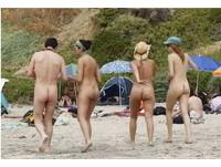 「月光海灘」全裸狂歡 智利另類天體營男女坦誠相見