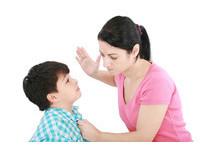 4歲兒不會用雙語唸數字 新加坡「虎媽」掐頸凌虐打死