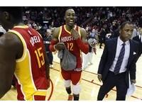 NBA/「魔獸」打爆衛冕軍馬刺 32分16籃板領火箭6連勝