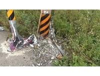 全家未繫安全帶!疑病發開車失控撞杆 女兒亡父母重傷