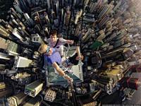 俄「登高狂」346公尺高樓自拍 香港中環中心俯瞰超美