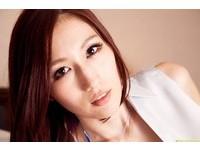 日J奶女優京香JULIA襲台! 現場秀「A4纖腰」最強胴體