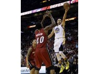 NBA/擺脫投籃低潮 柯瑞猛飆40分剿滅熱火