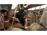 超噴淚!哥本哈根管弦樂團 地鐵快閃演奏皮爾金組曲