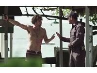 另類行銷!英帥裸男高喊「我恨泰國」 點閱飆破150萬