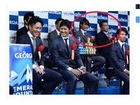 日職/陽岱鋼再獲特別獎 與49歲傳奇山本昌並肩坐