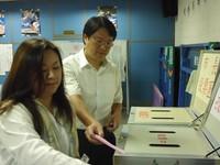 基隆/林右昌完成投票 黃景泰妻子「一票都不能少」