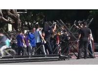 怕暴動!票都還沒開 總統府出動「蛇籠拒馬」包圍凱道