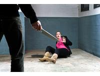 「持刀猛刺」悔婚女友後 陝西狂漢怒割自己氣管