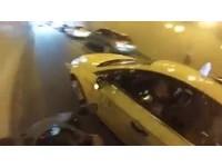 基隆路地下道硬切強壓重機20秒 小黃嗆:你在尬車喔?