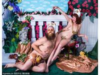 裸體扮大貓熊月曆 究竟是性感or可愛?