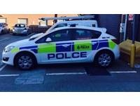 英烏龍警車「Polce」 鄉民報案:「i」被偷了!