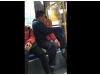 公車上狂親女童被拍 珠海「猥褻男」喊冤:我是她爸