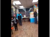「假手滑」冰淇淋砸地店員嚇傻 高職女整人笑彎腰!