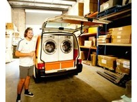 澳洲橘色天空洗衣店!大學生為街友提供免費的「乾淨」