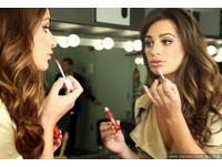 美麗佳人/唇紋顯老!3個比挑色重要的唇部保養技巧