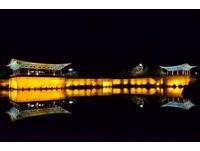 情侶必訪!慶州絕美雁鴨池夜景 倒影溫柔映入池中