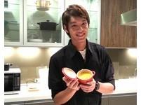 曹佑寧做甜點露幸福甜笑 自曝:想著「甜甜的事」!