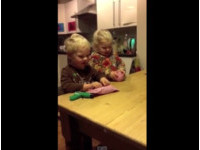 爸爸惡整送「最糟」的聖誕禮物 小孩反應讓網友笑翻