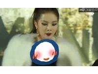 SBS歌謠大戰開場! 4minute泫雅爆乳馬甲、露纖腰登台