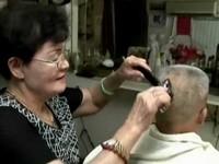 燒柴煮水省下瓦斯成本 理髮店剪加洗150元回饋顧客《ETtoday 新聞雲》