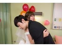 被真實故事感動! 李維維醫院披婚紗嫁病男友爆噴泉淚