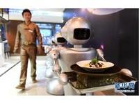 炒菜、端盤子全包! 合肥第一間「機器人餐廳」