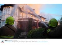 富翁2億豪宅被火燒「無家可歸」 網譏:可買下旅館住