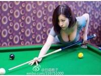 大陸「超兇」撞球裁判呂萌希子 網友:怎麼專心看球?