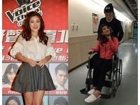 劉明湘才傷了腰椎又拉傷背!痛到暴哭坐輪椅小巨蛋彩排