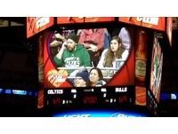 忙講手機不玩「親親任務」 NBA球迷看女友被把走傻了