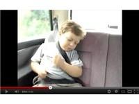 沉睡的3歲小鼓手 聽到搖滾樂瞬間變Rocker