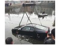 陸法拉利哥名車一秒變潛艇 網:有命開沒技術