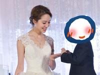 白歆惠穿婚紗步入教堂 新郎現身讓人驚訝