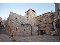 首度掀開耶穌墓穴 盼解「安息石板」世紀奧秘