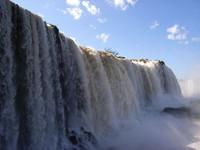 水聲如鬼吼 巴西「魔鬼喉」瀑布入選新奇景